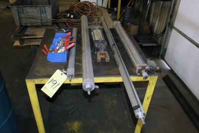LOT OF PNEUMATIC CYLINDERS