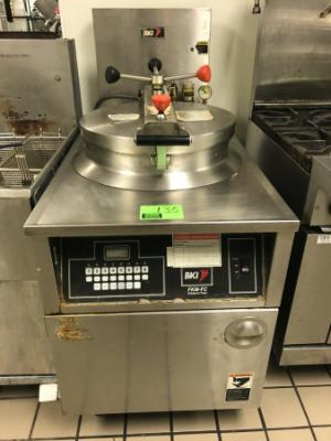 BKI FKM-FC Stainless steel electric pressure fryer, 208v, with casters