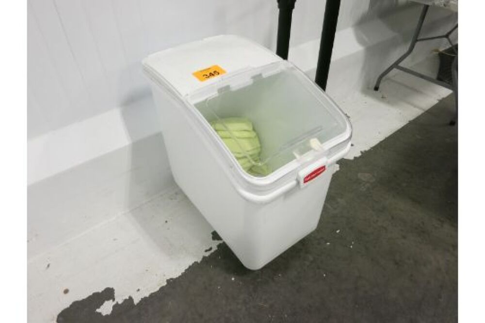 LOT] Rubbermaid mobile ingredient bin with lid cover and 1