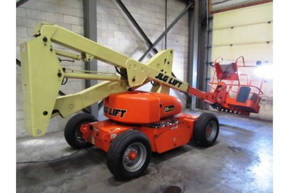 JLG 500lb Capacity Extended Reach Portable Electric Manlift