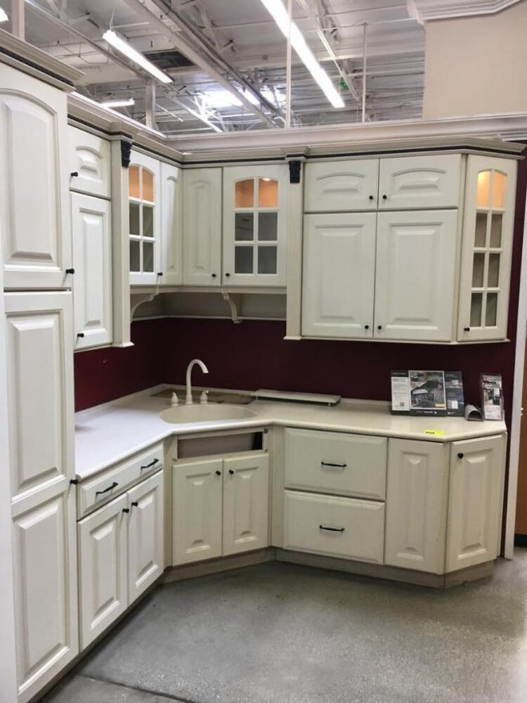 Thomasville Terrace kitchen cabinets, foil with Corian ...