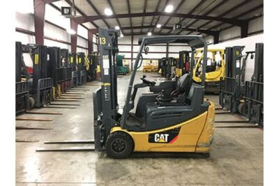 2014 CATERPILLAR 4,000-LB , 3-WHEEL ELECTRIC FORKLIFT, MODEL