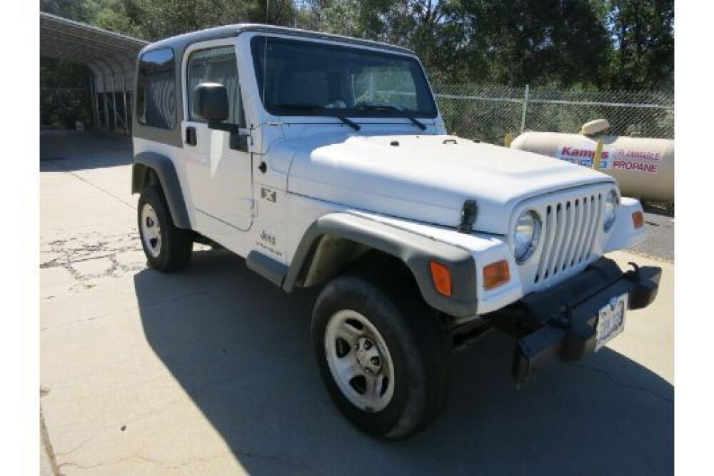 Lot 206 Of 390 2006 Jeep Wrangler 39563 Miles VIN 1J4FA39S86P763486 White Exterior 40Liter 6cyl Manual Transmission 2 Metal Doors With Roll Up